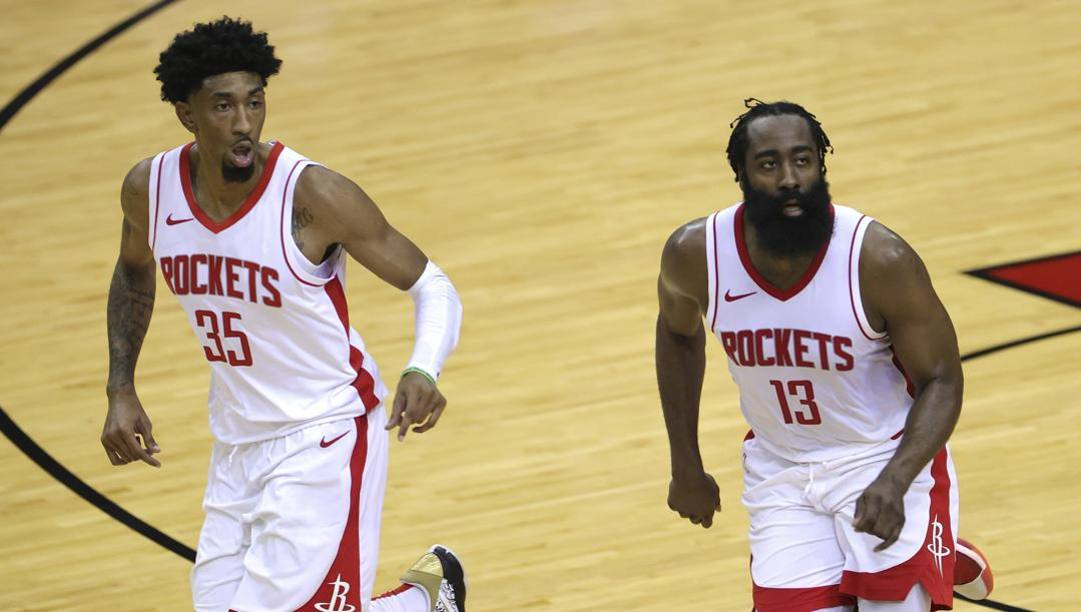 Christian Wood e James Harden. Ap