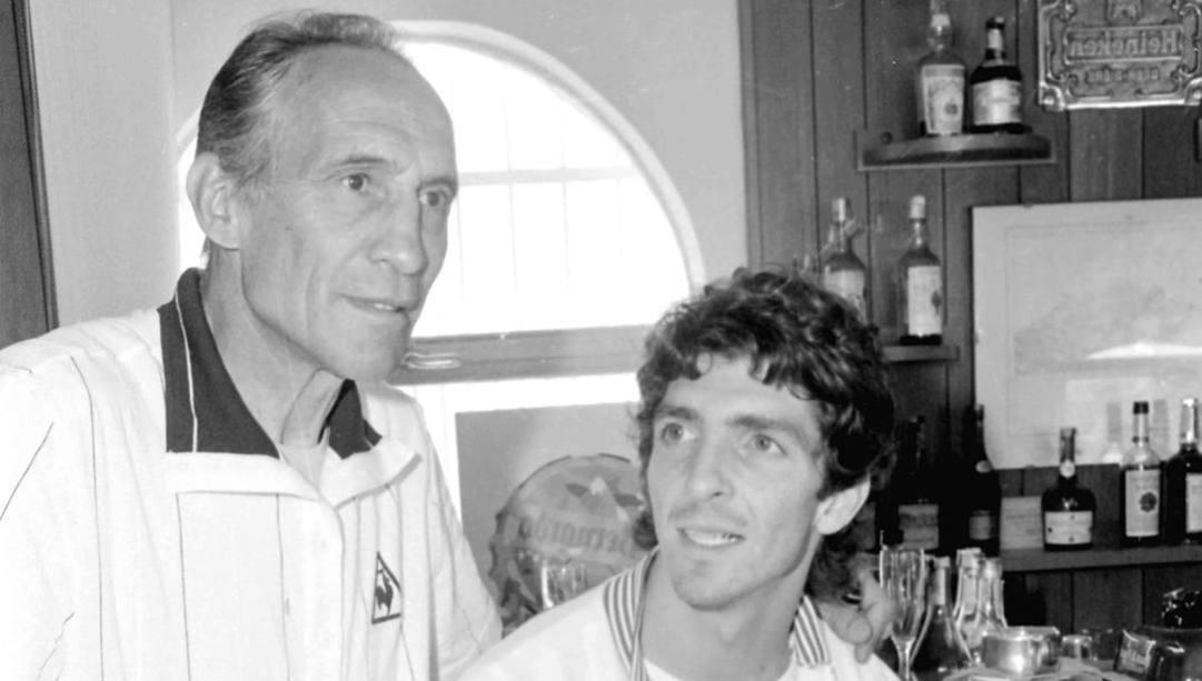 Bearzot con Paolo Rossi. Ansa