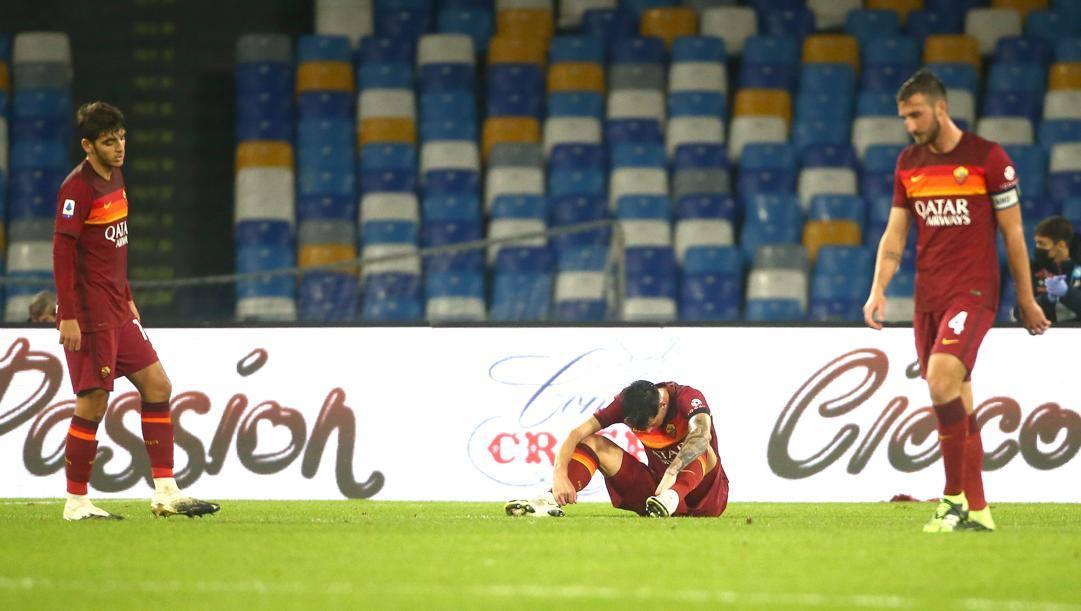La delusione dei giocatori romanisti dopo la sconfitta con l'Atalanta