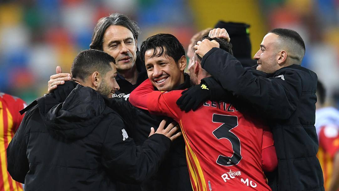 Pippo Inzaghi con i suoi giocatori. Getty