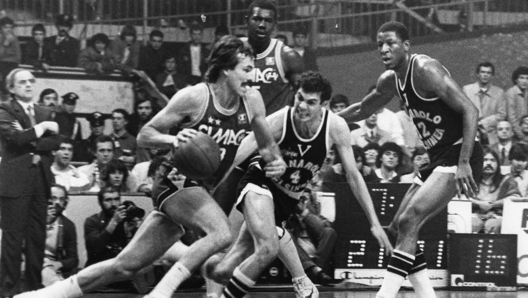 Mike D'Antoni e Roberto Brunamonti nelle finali Olimpia-Virtus 1984
