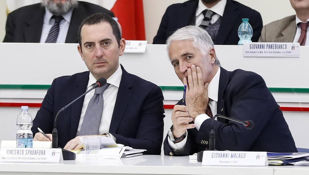 Il ministro Spadafora e Giovanni Malagò. Ansa