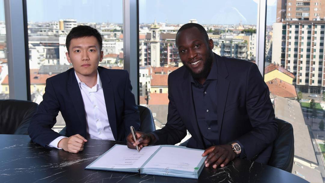 Steven Zhang con Romelu Lukaku. Getty