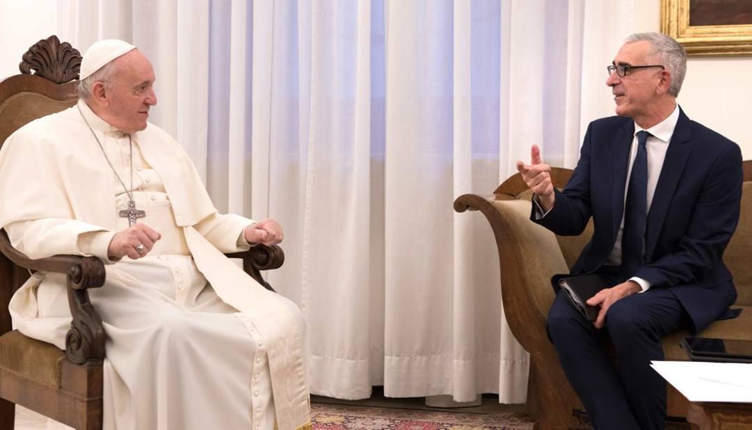 Papa Francesco e il vicedirettore della Gazzetta dello Sport, Pier Bergonzi