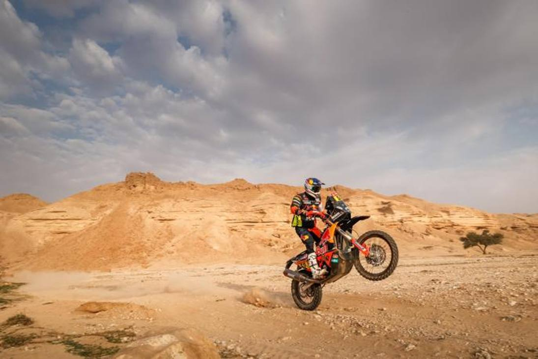 L'austriaco Mathias Walkner su Ktm durante la 5a tappa da Riyadh a Buraydah. Epa