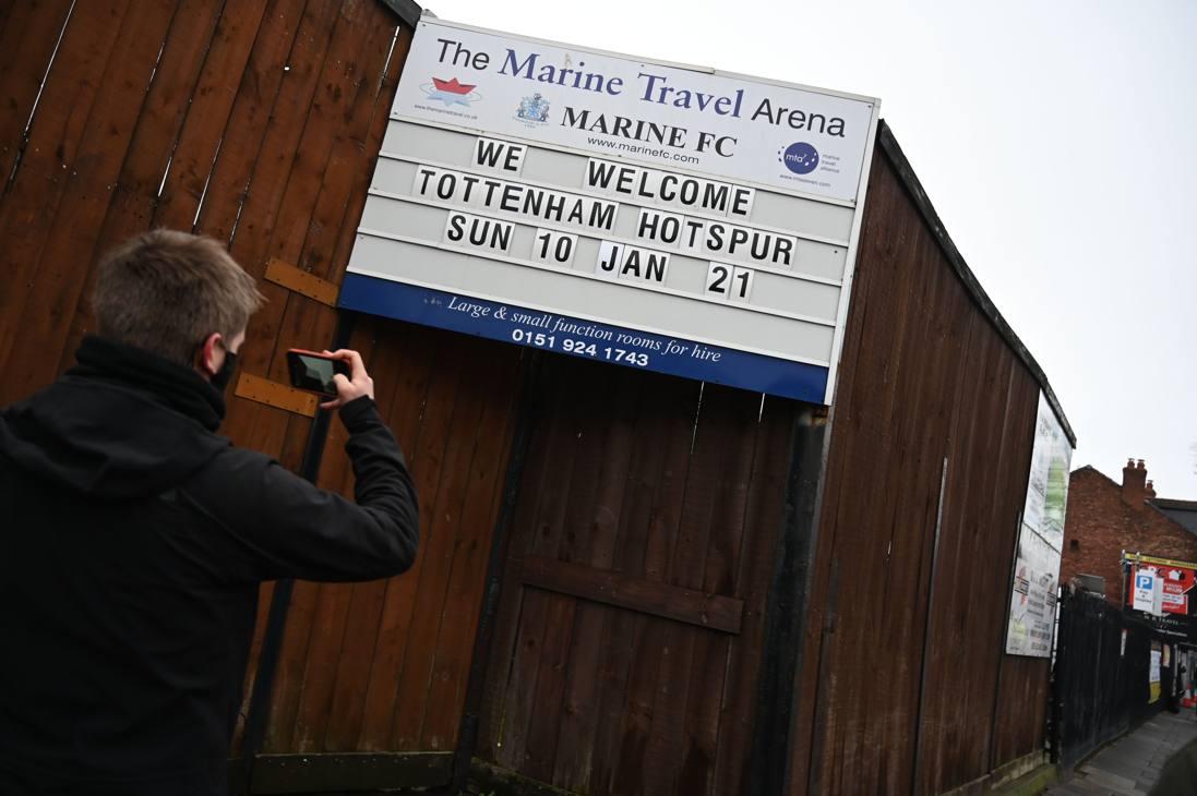 Il cartello di benvenuto ai cancelli dello stadio del Marine