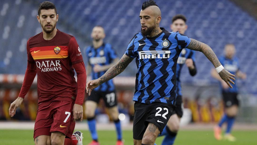 Arturo Vidal contro Lorenzo Pellegrini. Ap