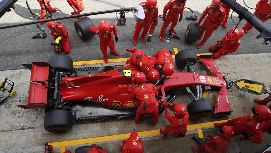 La Ferrari di Leclerc al box. LaPresse