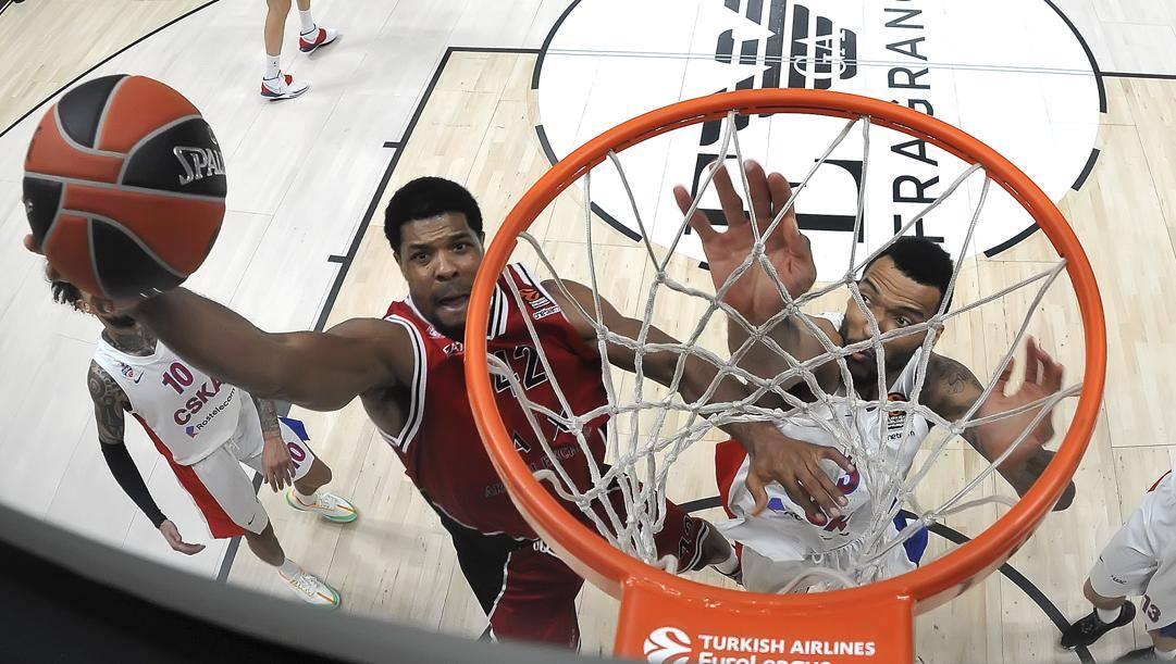 Basket, l'Olimpia Milano rientra da Madrid dopo un'odissea di cinque giorni