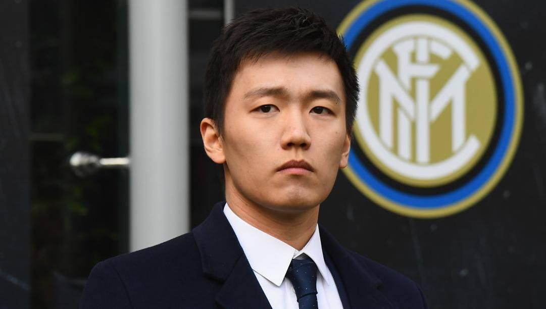 Steven Zhang e il logo Inter