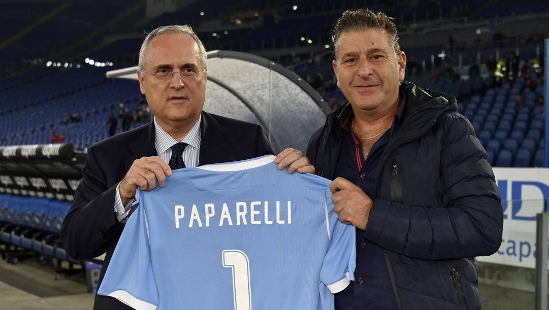 Gabriele Paparelli, figlio di Vincenzo, con Claudio Lotito. Getty