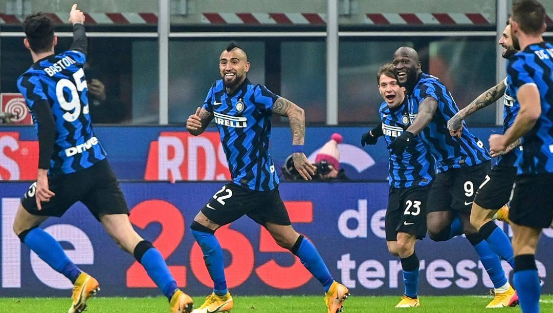 L'esultanza Inter dopo il gol di Barella alla Juve. Afp
