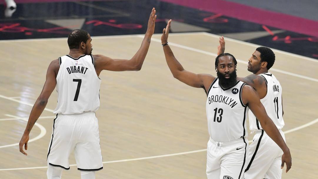 Kevin Durant, 32 anni, James Harden, 31, e Kyrie Irving, 28: hanno giocato per la prima volta insieme con i Nets. Afp