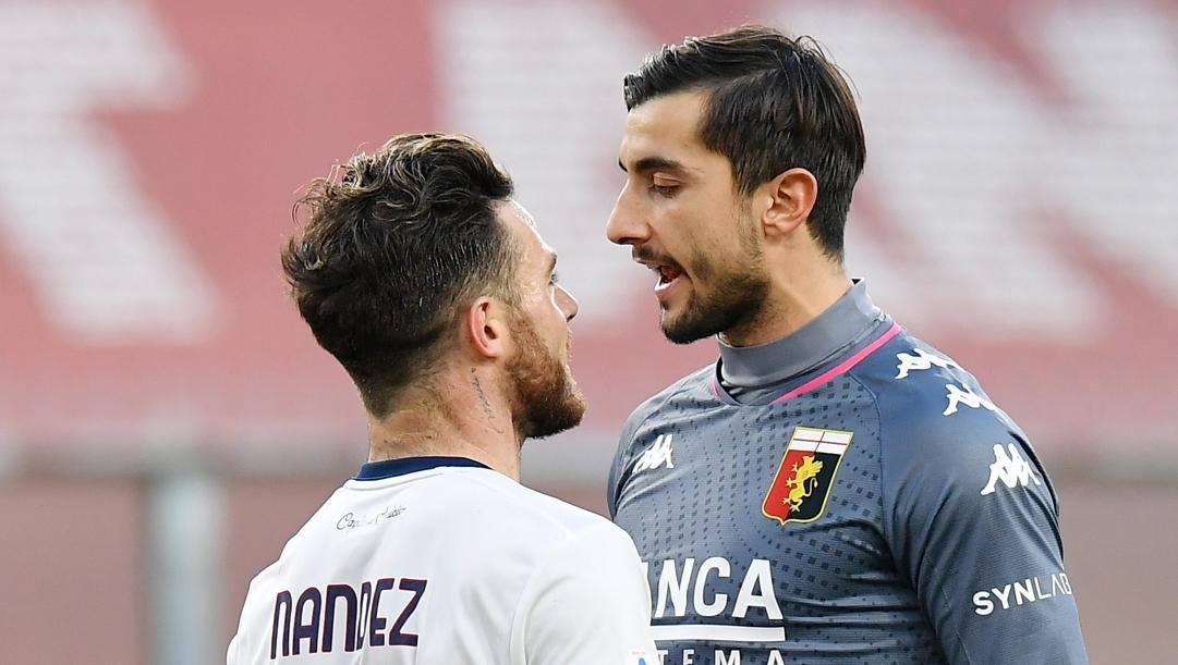 Mattia Perin, 28 anni, sfida Nandez durante Genoa-Cagliari. Lapresse