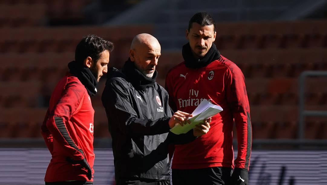 Calhanoglu, Pioli e Ibrahimovic a colloquio (Esclusiva Milan - Foto LaPresse)