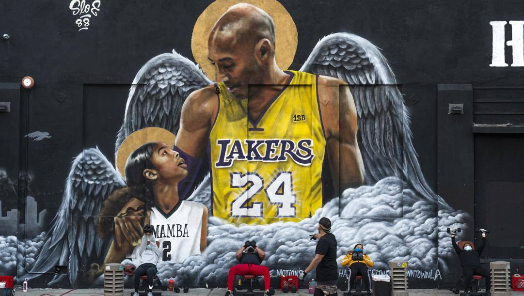 Uno dei murales di Los Angeles dedicati a Kobe e Gianna Bryant. Ap