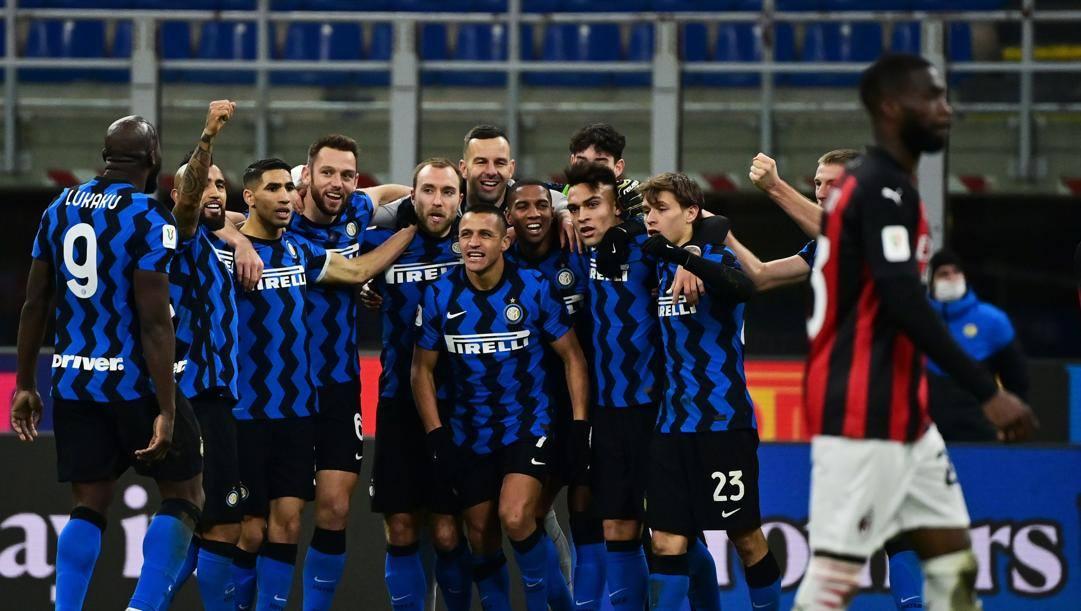 L'esultanza dell'Inter dopo il gol di Eriksen (Foto di Miguel Medina - AFP)