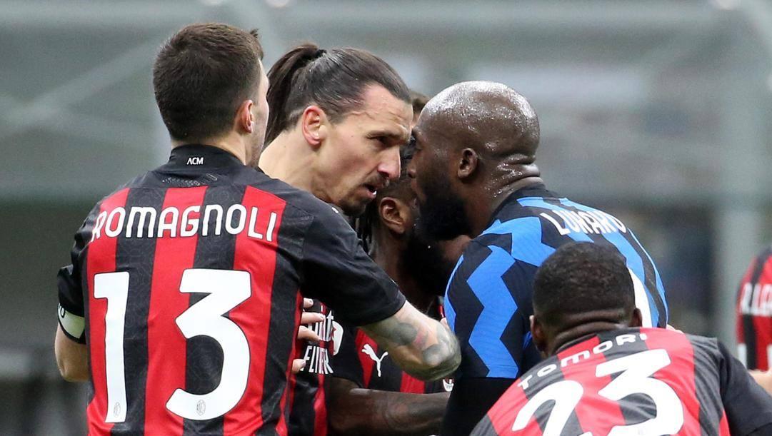 Tensione in campo tra Ibrahimovic e Lukaku. Ansa