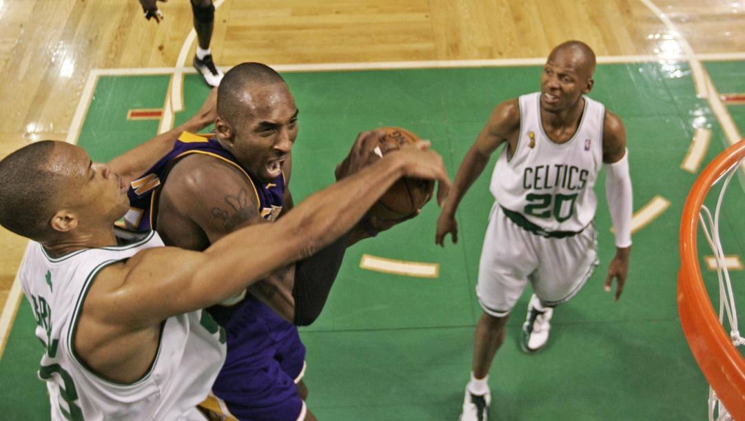 Kobe Bryant contro i Celtics nelle Finals del 2008. Afp