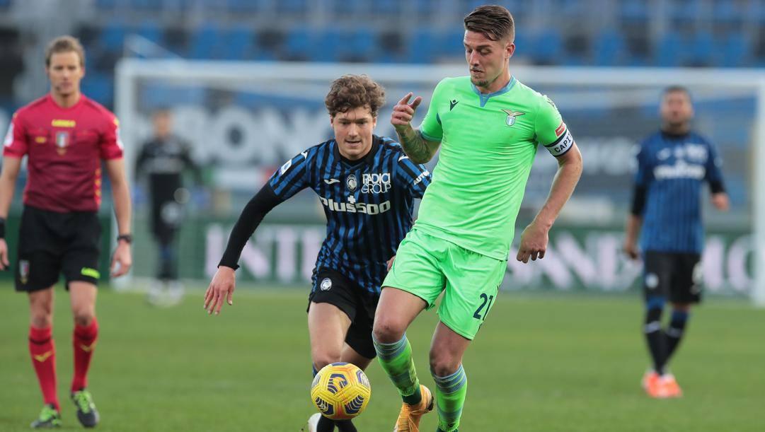 Milinkovic (Lazio) inseguito da Lammers (Atalanta), Getty Images