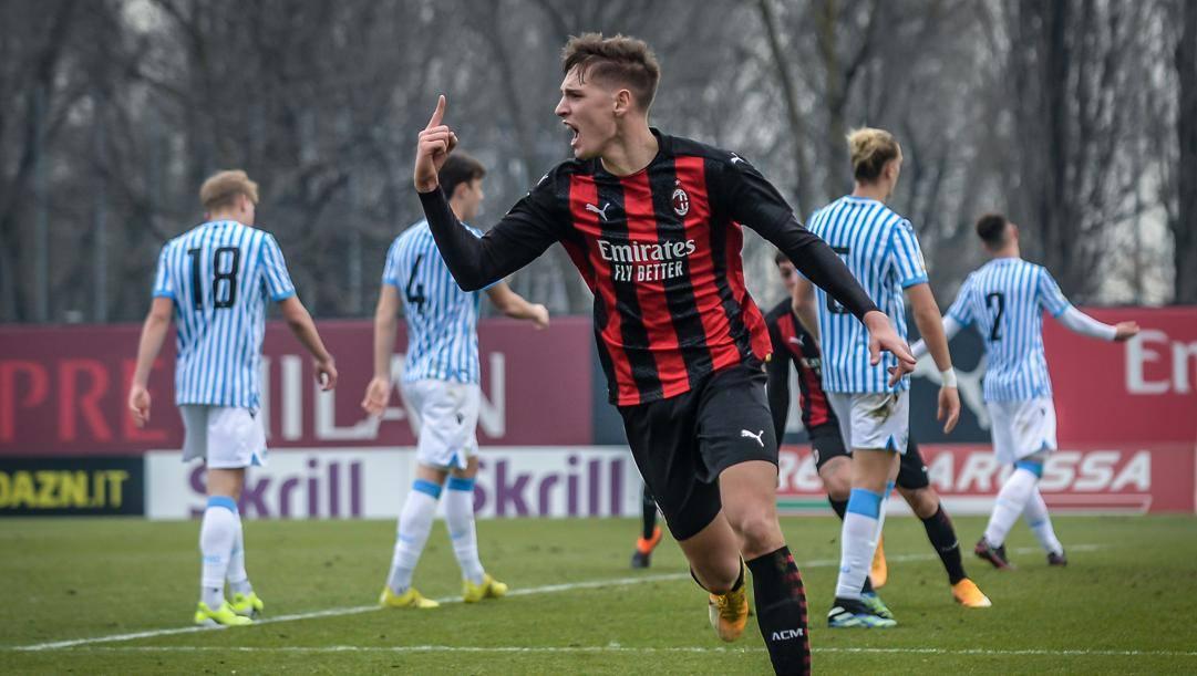 Giacomo Olzer, 19 anni, esulta dopo un gol alla Spal. Lapresse