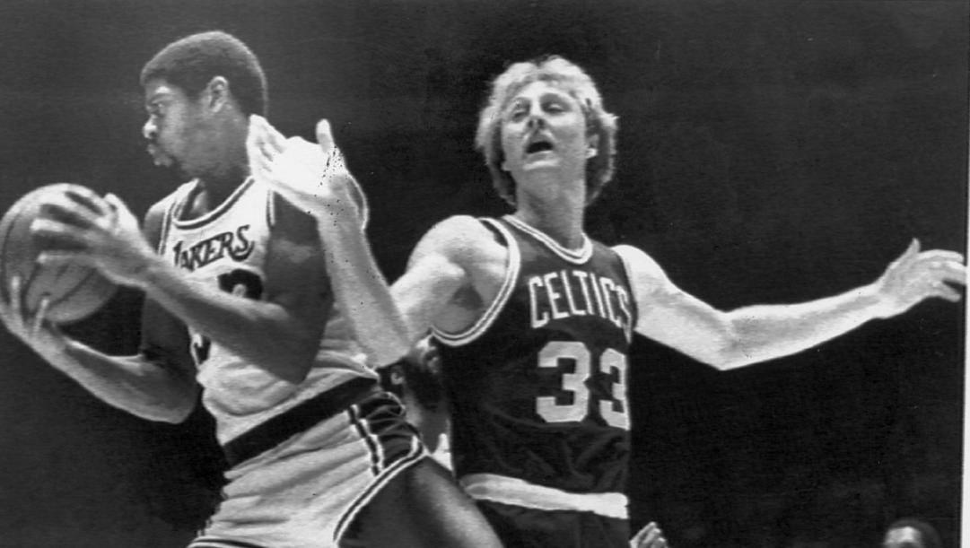 Magic Johnson e Larry Bird: la loro rivalità e quella tra Lakers e Celtics sbarcò sulla tv italiana 40 anni fa. Archivio