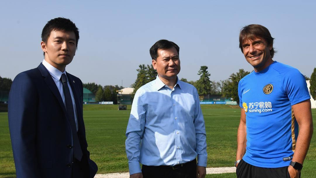 Zhang Jindong, il figlio Steven e Antonio Conte. Getty