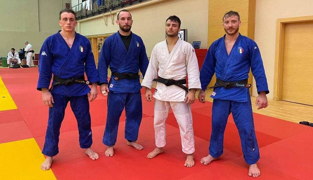 Da sin. Giovanni Esposito, nicholas Mungai, Fabio Basile e Antonio Esposito sul tatami di Antalya