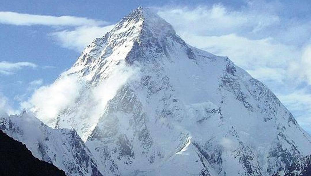 La vetta del K2 (8611 m): si cercano tre alpinisti dispersi. Epa