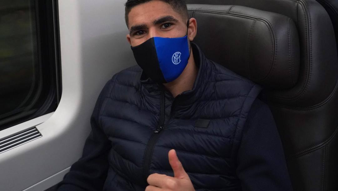Achraf Hakimi, 22 anni, in treno. Getty Images