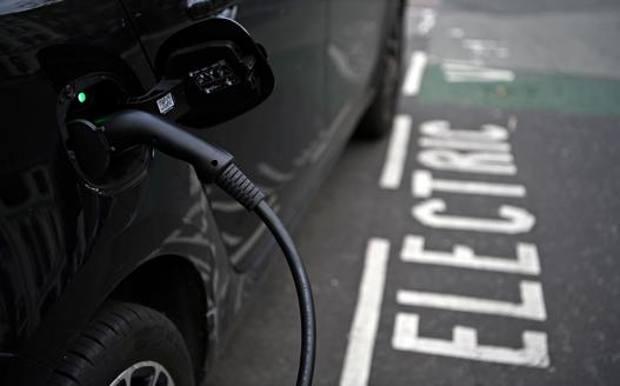 Auto elettriche: cinque ragioni per comprarle e cinque per non comprarle