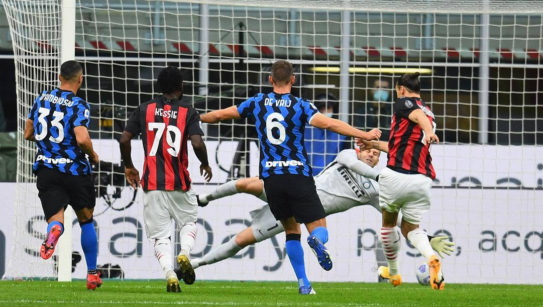 Il rigore parato da Handanovic a Ibra all'andata. Getty