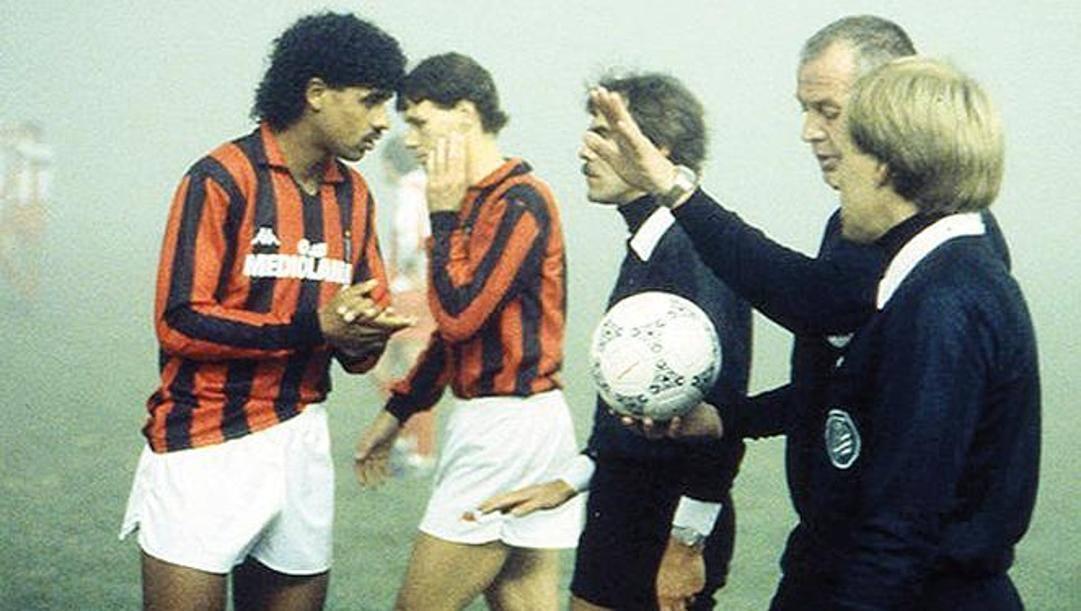 Nove novembre 1988, il Milan di Rijkaard e Van Basten gioca il ritorno degli ottavi di finale di Coppa Campioni: al 12′ s.t. l'arbitro tedesco Paul decide per la sospensione del match