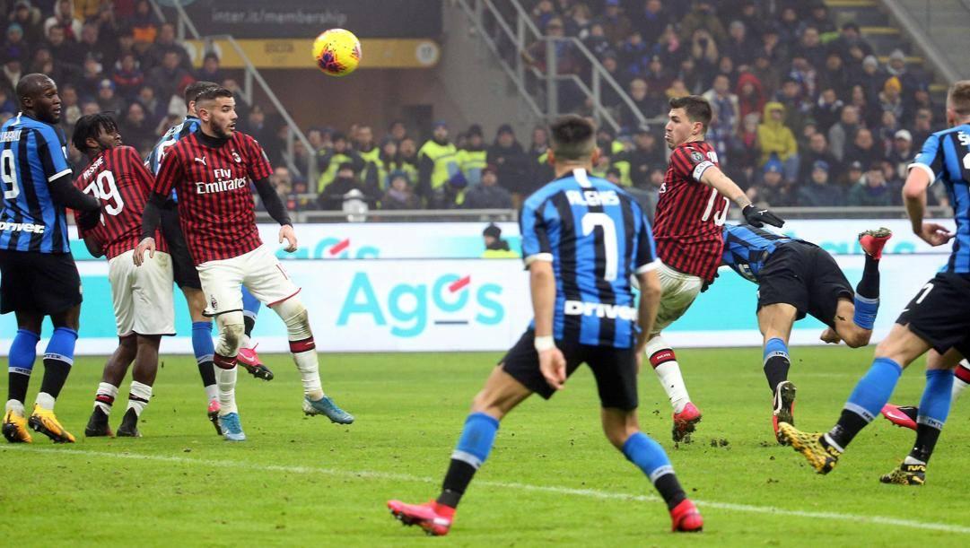 Il gol di De Vrij nel 4-2 del febbraio scorso. Ansa