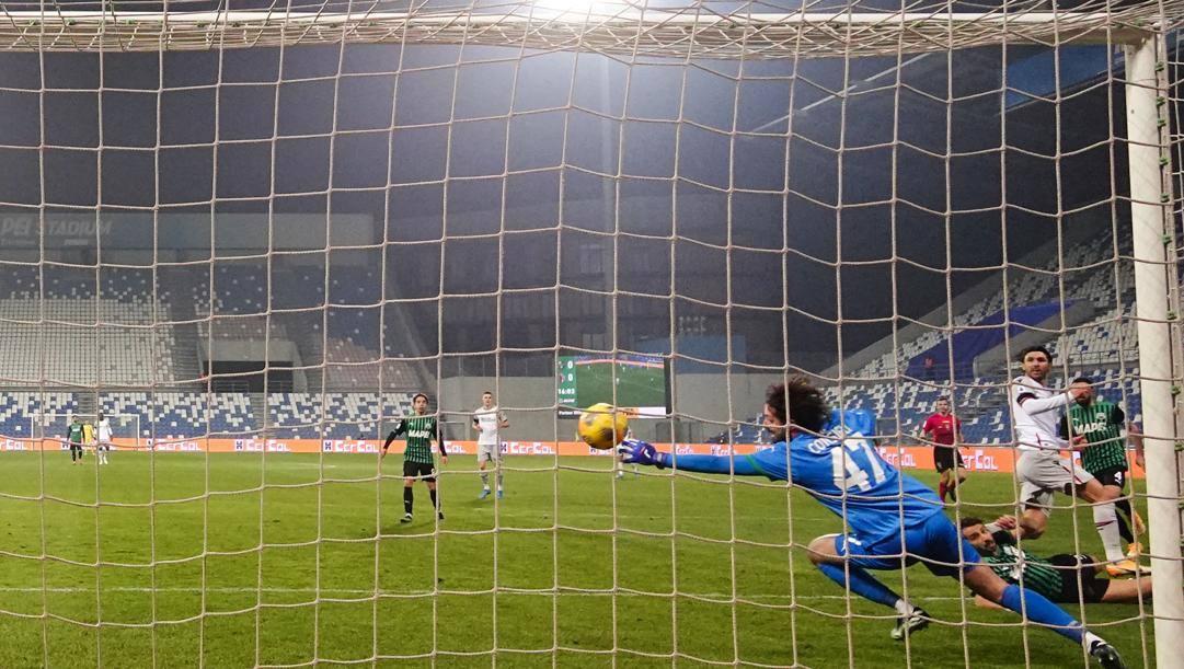 Il gol del vantaggio esterno di Soriano. Lapresse