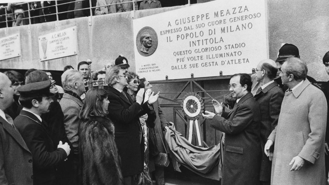 L'intitolazione di San Siro a Giuseppe Meazza nel 1980: era presente anche la figlia Silvana
