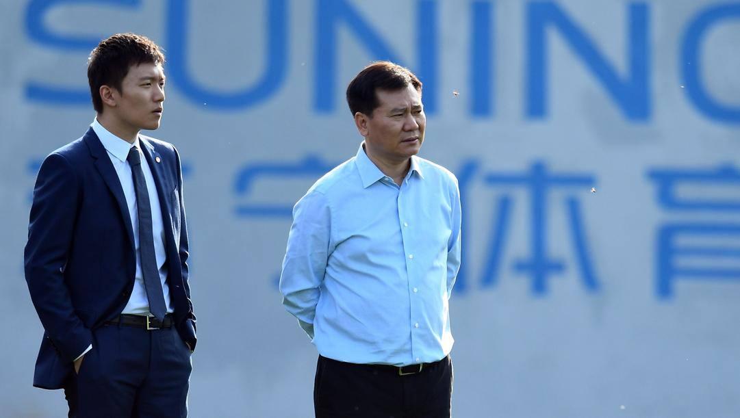 Il presidente dell'Inter Steven Zhang con il padre Jindong. Getty