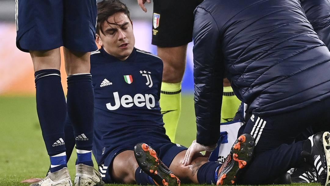 Paulo Dybala, 27 anni, subito dopo l'infortunio col Sassuolo. Lapresse