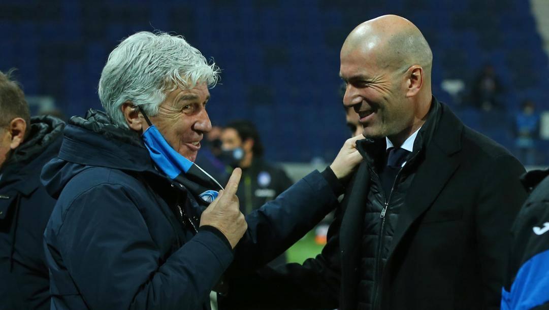 Sorrisi nel prepartita tra Gian Piero Gasperini, 63 anni, e Zinedine Zidane, 48. Ansa
