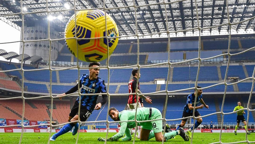 Lautaro Martinez esulta dopo la rete a Donnarumma nel derby. Afp