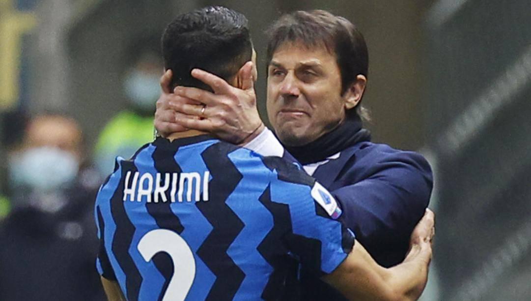Conte abbraccia Hakimi dopo un recupero. Ansa