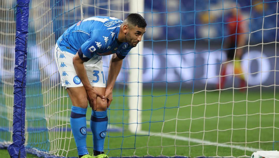Faouzi Ghoulam ieri subito dopo l'infortunio. LaPresse