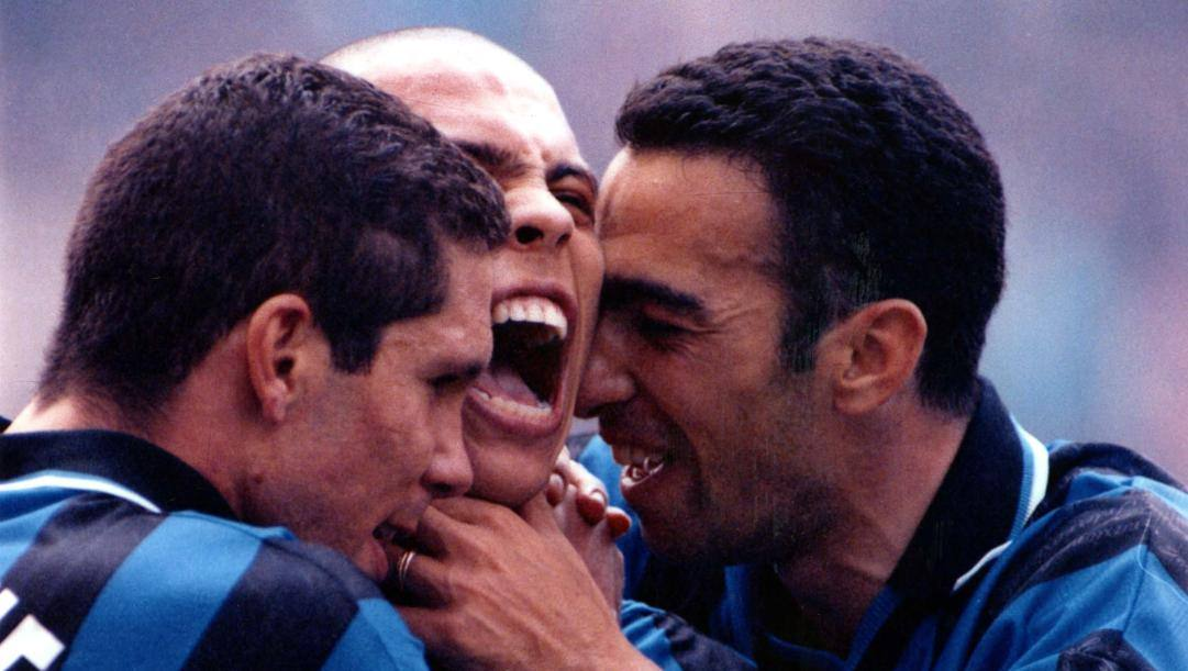 Youri Djorkaeff con Diego Simeone e Ronaldo. OMEGA