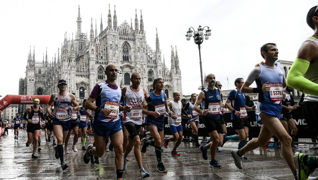 Partecipanti all'edizione 2019 sfilano in Piazza Duomo. LaPresse