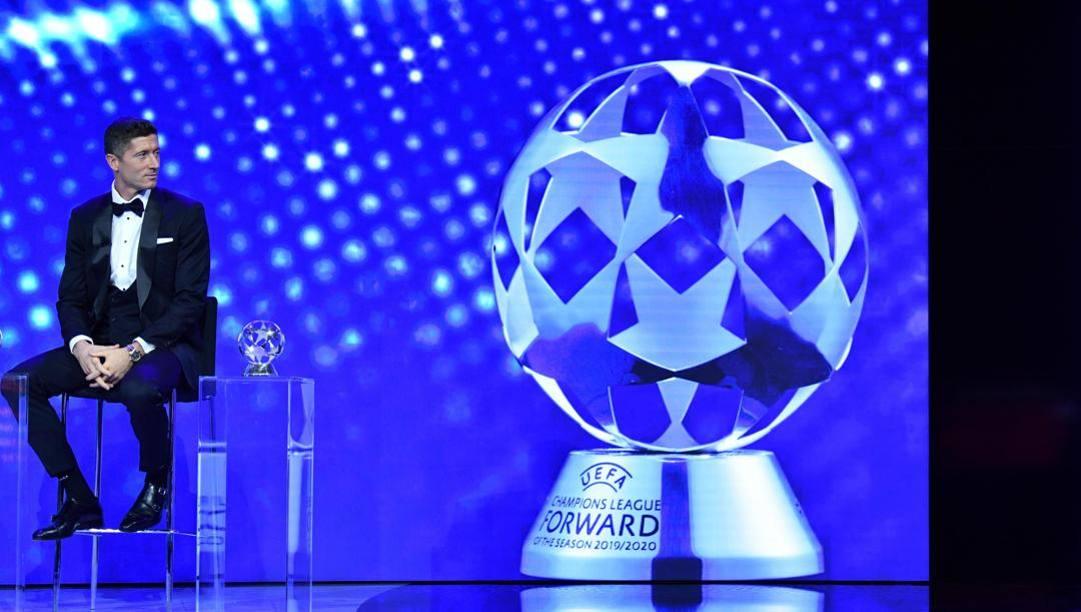 Robert Lewandowski (Bayern Monaco) premiato come miglior attaccante della Champions 2019/20