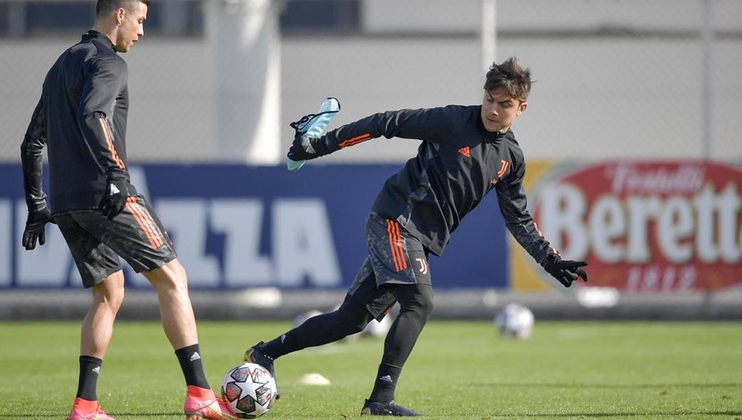 Paulo Dybala, 27 anni, in allenamento con Cristiano Ronaldo. Getty