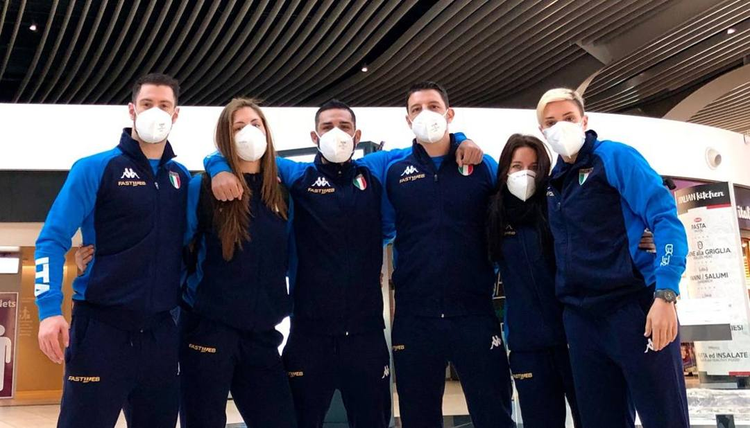Gli azzurri alla partenza per Istanbul