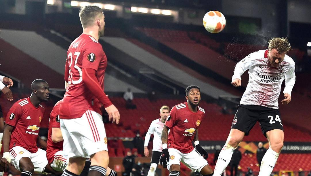 Il gol del pareggio di Kjaer all'Old Trafford. Epa