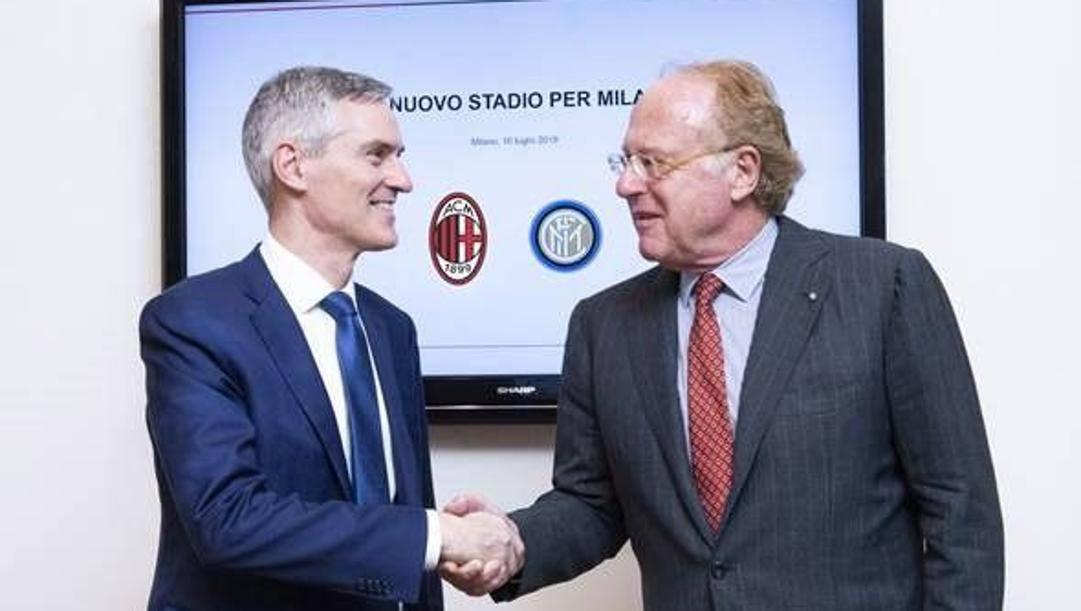 L'ad dell'Inter Alessandro Antonello e il presidente del Milan Paolo Scaroni