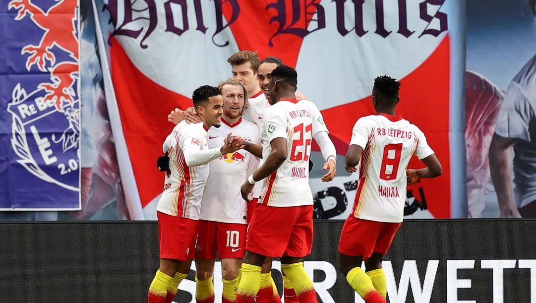 Emil Forsberg dopo la rete con l'Eintracht. Epa